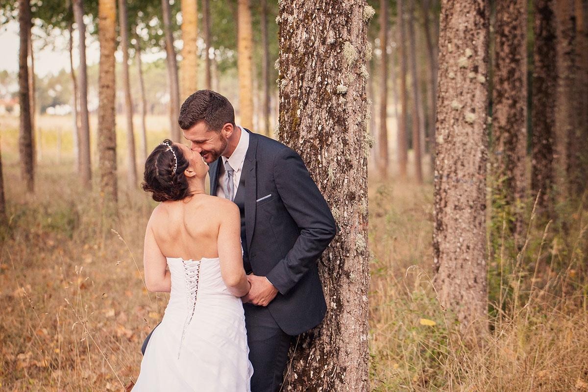 Mariage couple forêt automne