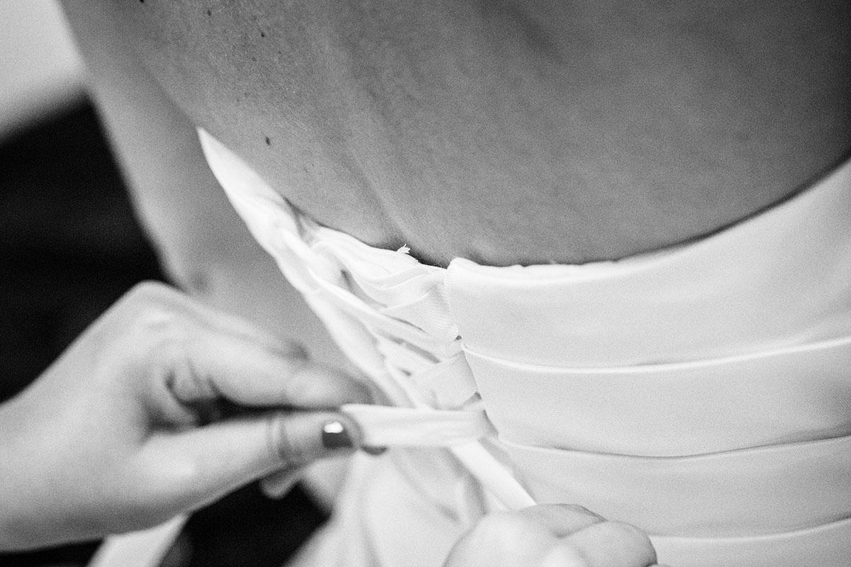 Mariage préparatifs mariée robe habillage