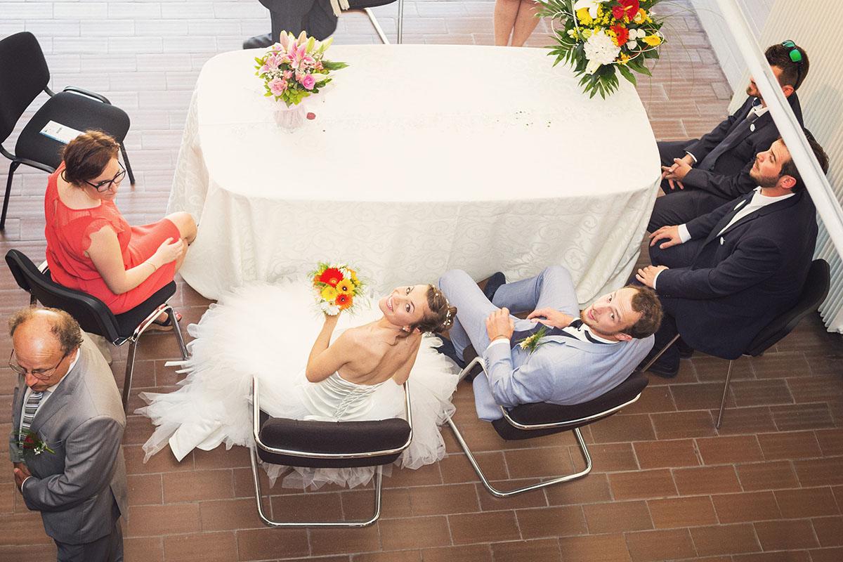 Mariage mairie vue plongée mariés