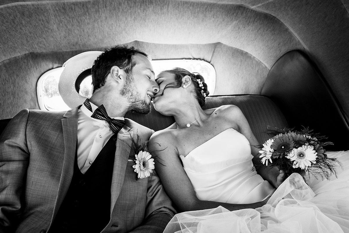 Mariage couple noir et blanc mariée