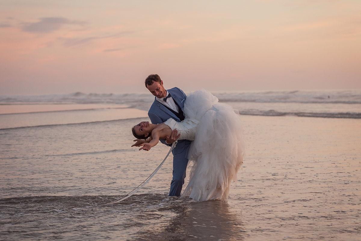Mariage couple crépuscule