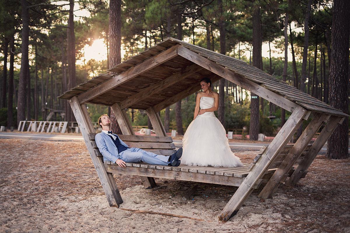 Mariage couple cabane forêt