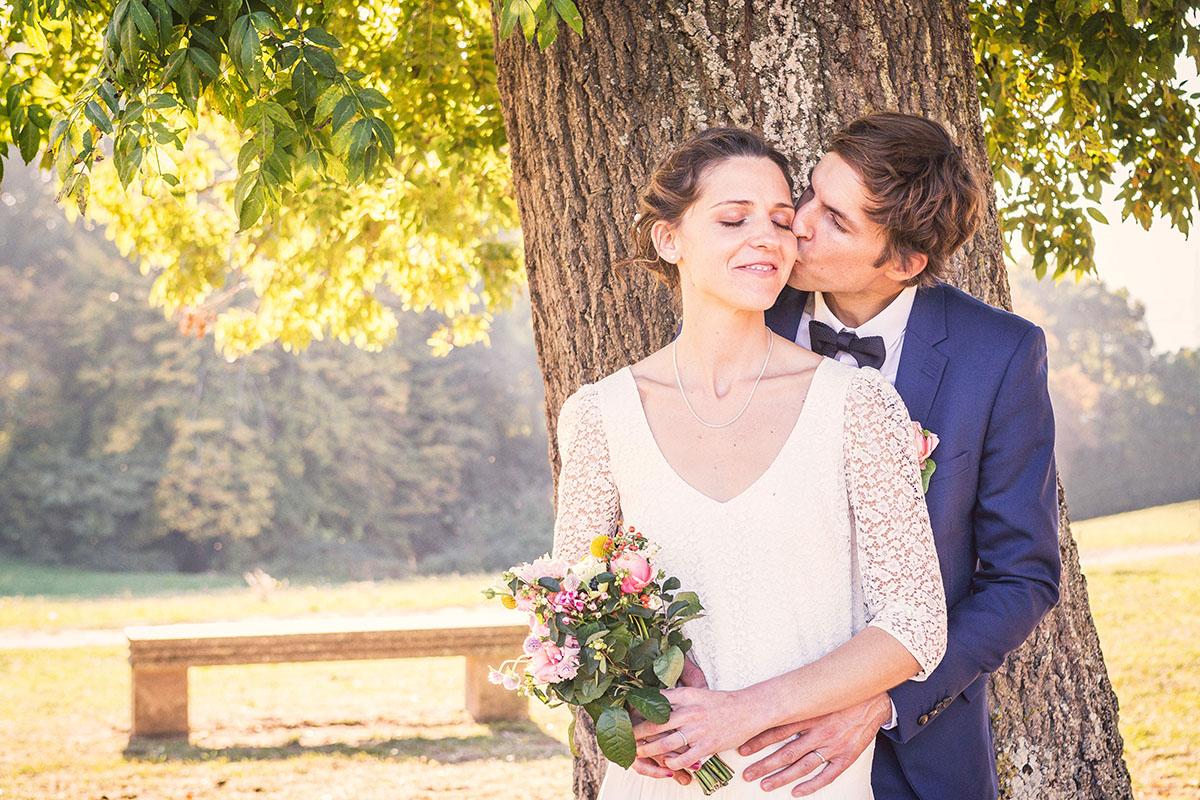 Mariage couple contre-jour