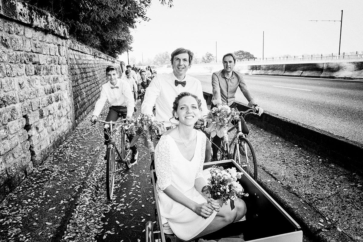 Mariage mariés tricycle bordeaux
