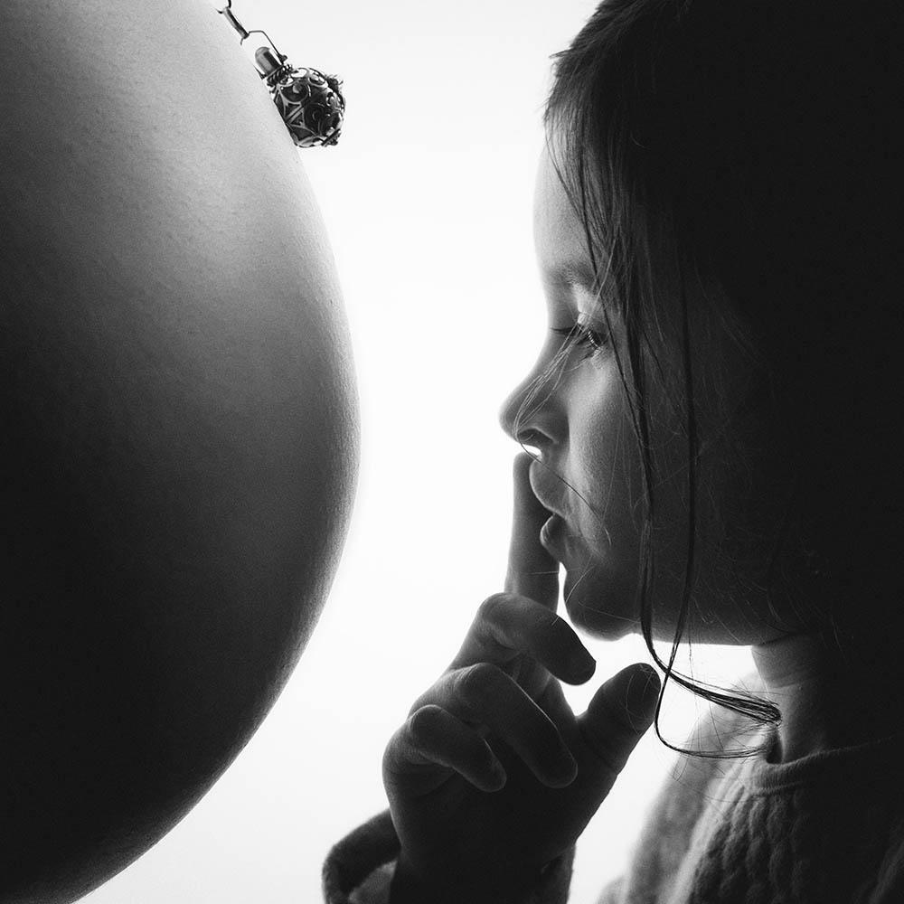 Bola grossesse enfant ventre noir et blanc shooting studio chut