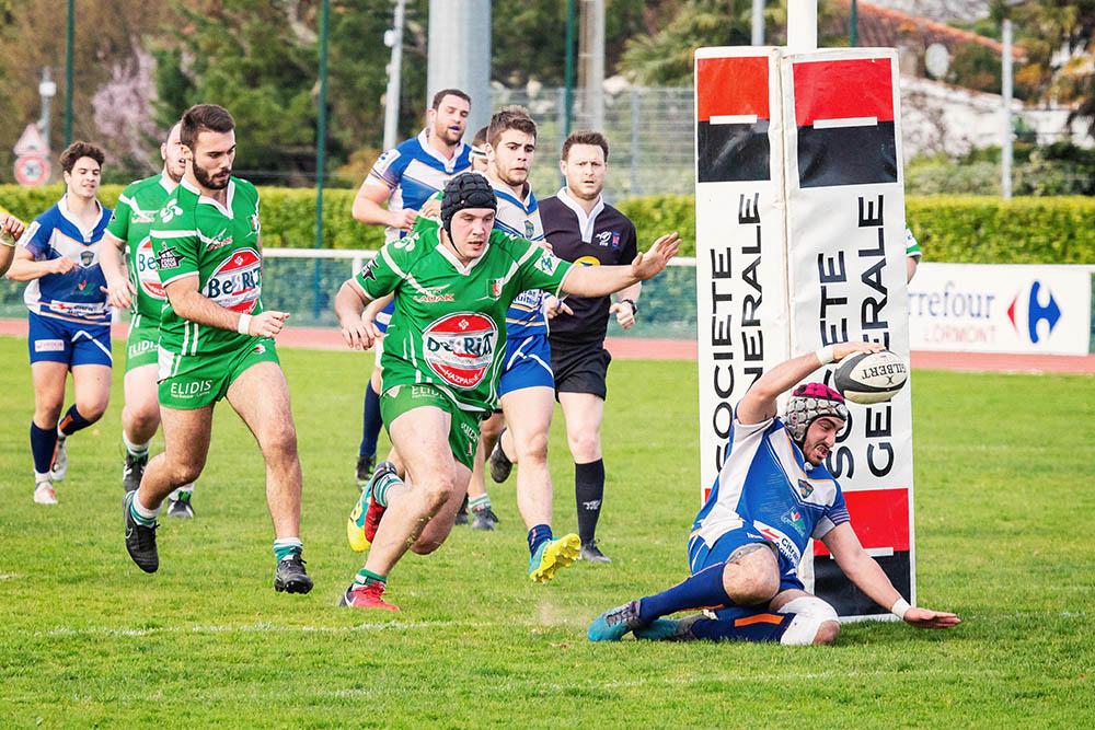 LRRA Lormont essai talonneur Rugby poteaux